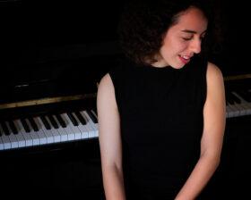 ΕΛΕΣΑ ΠΑΠΑΚΩΣΤΑ ΣΜΥΡΗ – Πιάνο ιδιαίτερα μαθήματα