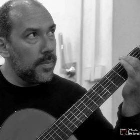 Καραγιαννόπουλος Φραγκούλης – Κιθάρα ιδιαίτερα μαθήματα