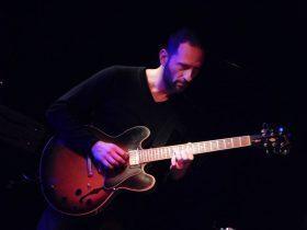 Κωνσταντινίδης Γιάννης – Κιθάρα, Ηλεκτρική και Ακουστική